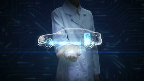 Investigador de sexo femenino, palma abierta del ingeniero, electrónica, hidrógeno, coche del eco de la batería de ión de litio B almacen de metraje de vídeo