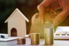 Investimento della proprietà, prestito immobiliare, ipoteca inversa, affare e concetto finanziario immagini stock