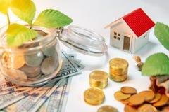 Investimento di bene immobile Concetto dei soldi di risparmio immagine stock