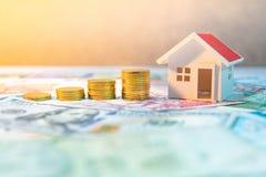 Investimento di bene immobile Concetto della scala della proprietà immagine stock