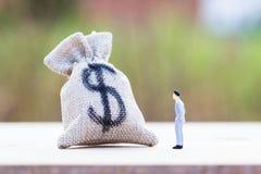 Investimento do dinheiro Conceitos do dinheiro das economias foto de stock royalty free