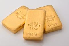 Investimento no lingote de ouro fotografia de stock