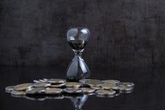 Investissement à long terme ou temps financier comptant en bas du concept, SA image libre de droits