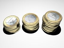 Investissement d'argent Euro pièces de monnaie argent empilé l'épargne Image libre de droits