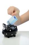 Investissement de l'euro vingt vers la tirelire Photographie stock