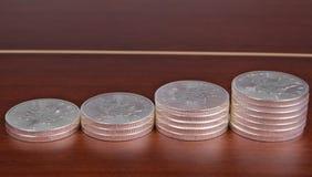 Investissement de pièce de monnaie d'argent en lingot, feuille d'érable canadienne Images libres de droits