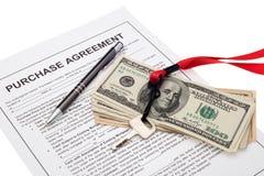 Investissement de propriété avec l'accord d'achat Images libres de droits
