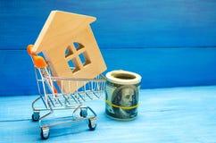 Investissement de propriété et concept financier d'hypothèque de maison achetant, louant et vendant des appartements Maisons d'im Photo stock