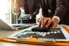 Investisseur professionnel de réunion d'affaires deux travaillant ensemble images libres de droits