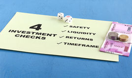 Investition überprüft Konzept Stockbild