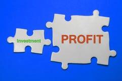 Investition, Gewinntext - Geschäfts-Konzept Stockbild