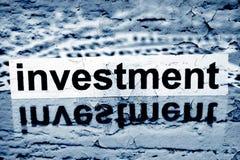 Investitionstext auf Schmutzhintergrund Lizenzfreie Stockfotografie
