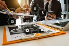 Investitore professionale di riunione d'affari due che lavora insieme immagini stock