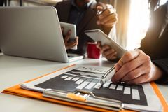 Investitore professionale di riunione d'affari due che lavora insieme fotografia stock libera da diritti