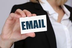 Inviando il email spedisca il email via il concetto di affari di Internet Fotografia Stock