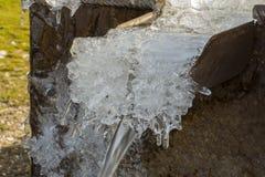 Invierno, agua de manatial congelada Fotografía de archivo libre de regalías