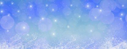 Invierno al aire libre con los copos de nieve que caen, hor panorámico de la bandera de la web fotografía de archivo