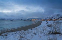 Invierno atlántico Noruega de la costa del pueblo del día de fiesta de Skipholmen Foto de archivo libre de regalías