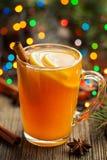 Invierno caliente tradicional de la bebida del alcohol de la sidra de manzana Fotografía de archivo libre de regalías