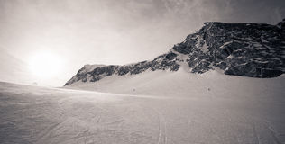 Invierno con las cuestas del esquí del centro turístico del kaprun Foto de archivo