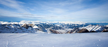 Invierno con las cuestas del esquí del centro turístico del kaprun Imagen de archivo libre de regalías