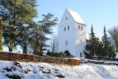 Invierno de Dinamarca, iglesia de Gurre fotografía de archivo libre de regalías