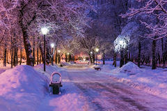 Invierno de la lámpara de la noche del callejón Imágenes de archivo libres de regalías