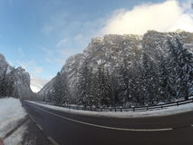 Invierno de la nieve de las montañas Imagen de archivo