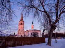 Invierno de la tarde de la iglesia de Suzdal Fotografía de archivo