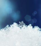 Invierno de las nevadas de los cristales de la nieve Foto de archivo