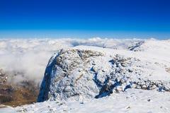 Invierno del día de la montaña único imagenes de archivo