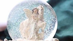 Invierno del duende del unicornio de la bola de la nieve almacen de metraje de vídeo