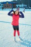 invierno del niño al aire libre en pista de hielo Foto de archivo libre de regalías
