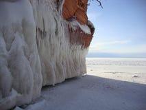 Invierno el lago Superior de las cuevas de hielo fotografía de archivo