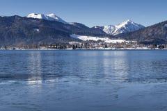 Invierno en el lago Tegernsee en Baviera, Alemania Fotos de archivo