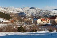 Invierno en el pueblo de Njegushi montenegro Fotos de archivo libres de regalías