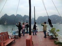 Invierno en la bahía de Halong, Vietnam, Asia Fotos de archivo libres de regalías