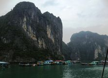 Invierno en la bahía de Halong, Vietnam, Asia Fotografía de archivo libre de regalías