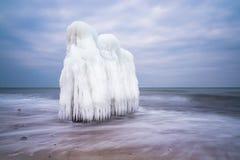 Invierno en la orilla del mar Báltico en Kuehlungsborn, Alemania foto de archivo