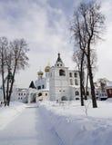 Invierno en monasterio ortodoxo Foto de archivo libre de regalías
