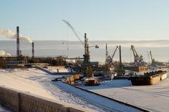 Invierno en puerto fluvial foto de archivo