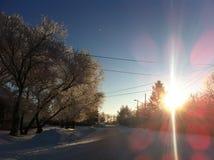 Invierno en una pequeña ciudad Fotos de archivo