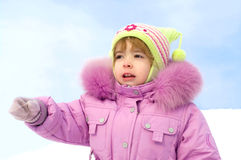 invierno feliz de la niña imagen de archivo