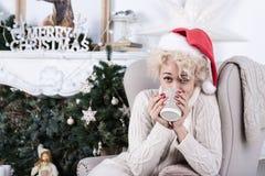 Invierno, gente, felicidad, hogar, días de fiesta, concepto de la Navidad Fotografía de archivo