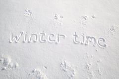 Invierno manuscrito en nieve fresca Foto de archivo