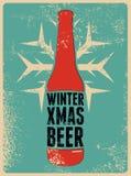Invierno, Navidad, cerveza Cartel retro tipográfico de la cerveza de la Navidad del grunge Ilustración del vector Foto de archivo libre de regalías
