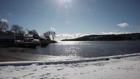 Invierno por un lago almacen de metraje de vídeo