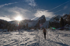 Invierno que camina en dolomías Foto de archivo