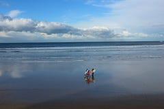 Invierno que practica surf en San Lorenzo Imagenes de archivo