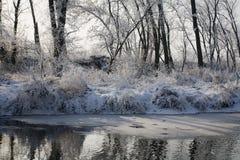 Invierno - río en la formación de hielo Imagen de archivo libre de regalías